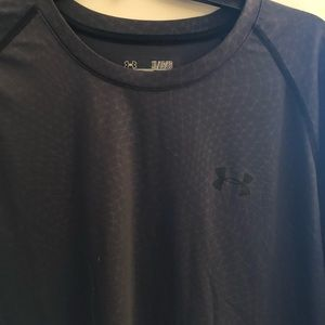 Gray under Armour shirt